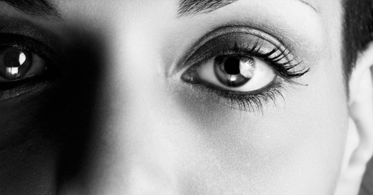 Staring Into Someone's Eyes For 10 Minutes Can Alter Your Consciousness