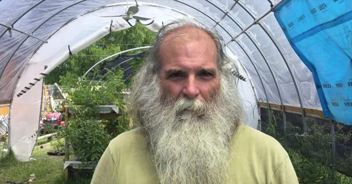 Man Creates Gardens for Unwanted Bees, Grows Free Food in 30 Abandoned Lots
